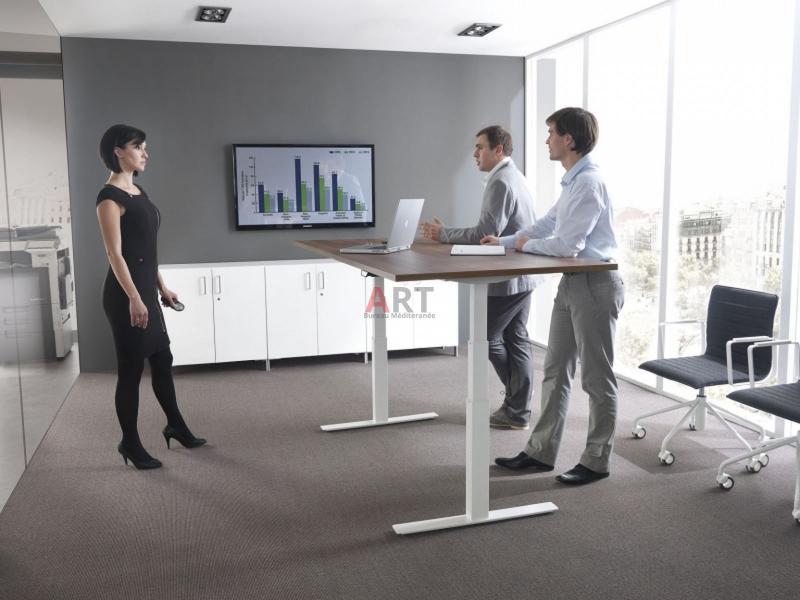 Bureau ergonomique réglable en hauteur par système électrique